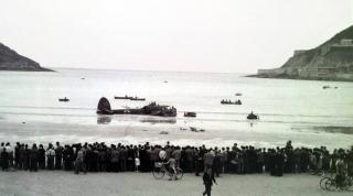 León Degrelle aterriza en la playa de La Concha