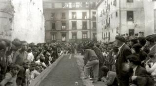 La entrada de la Plaza de la Trinidad utilizada para juego de bolos en 1934